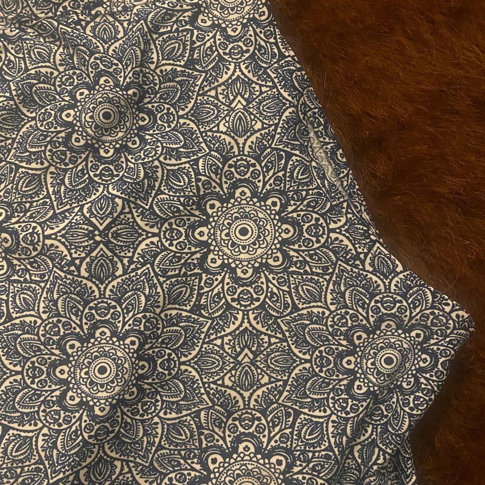Somrigt blått mönstrat linne. Tröjor & Koftor.