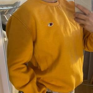 Säljer denna orangea champion sweatshirt, då den inte kommer till användning. Strl M💞