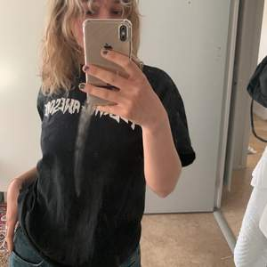 Säljer en jätte snygg tshirt ifrån Fucking awesome! Storlek M, kan skickas mot fraktkostnad på 66kr