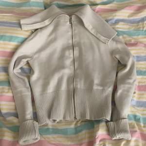 INTRESSEKOLL: på denna skit balla stickade tröja från Zara , som jag köpt här på plick för ett tag sen ( bild två är lånad)