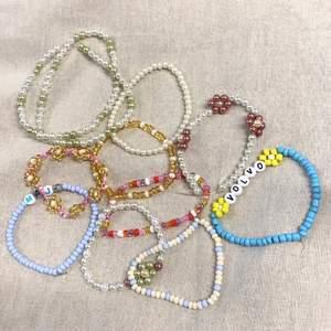 Vi är tre tjejer som gör egna armband, halsband och ringar av pärlor. Kontakta oss gärna om du är intresserad😊.                  Vi kan mötas upp i Gävle eller frakta (12kr)📦