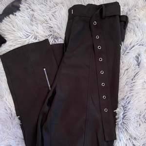 Säljer ett par kostymbyxor från PLT i strl 36.