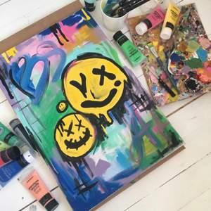 """Namn """"Smiley face"""" akryltavla målad av mig. Storlek 60x70 cm. Säljer fler tavlor på min insta @nikeadawis💕💕"""