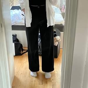 Jättefina kostymbyxor från Bershka i storlek 40❤️ är 173cm för referens