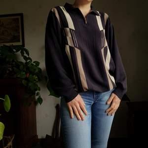 Retro härlig tröja med mönster. 🍒🍒 Passar XS-L. I bomull och i använt skick. Först till kvarn! +frakt 66kr. 💫
