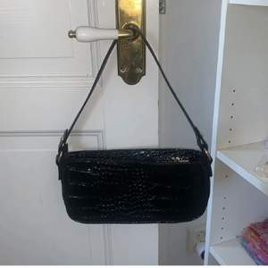 Nu säljer jag denna väska då den aldrig blivit använd och jag troligen inte kommer använda den då den inte är min stil! Jag säljer den för 100kr + frakt! <3
