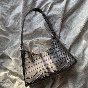 Jättefin väska som jag vet inte vet märke på tyvärr ❤️