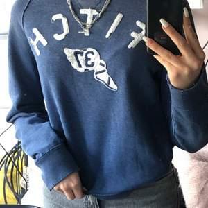 Blå sweatshirt från Abercrombie&Fitch (Orginalpris 399kr)