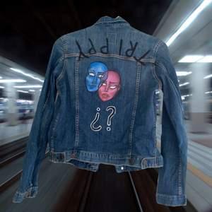 Klassisk jeans jacket som jag re designat med textilfärg. Asunik och skitcool!
