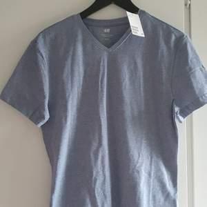 Blå/grå t-shirt oanvänd storlek M