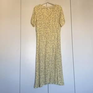 Knappt använd klänning från H&M!