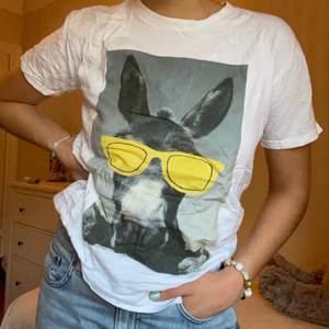 Supercool t-shirt som jag gjorde själv i Grekland 🕶😎