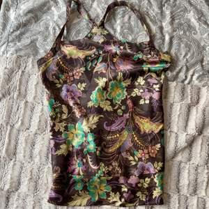 Fint blommigt linne från bikbok i storlek XS