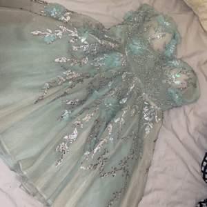 Ljus gröna fest klänning, designad av Elie Saab