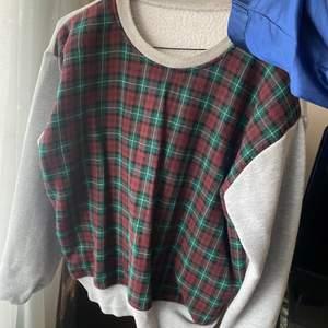 Snygg tröja. Vet inte vart den är ifrån. Storlek M. 120 kr, frakten ingår i priser😇