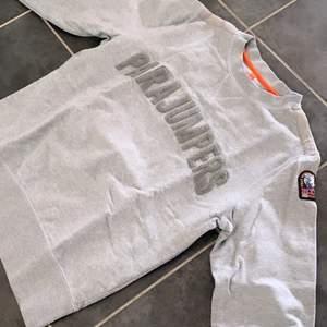 Pjs tröja - Stl S. Toppskick. Köpt för straxt över 2000 förra året men typ aldrig använt tröjan då jag inte tycker den passar mig