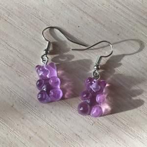 Dessa är Made by me, de är i lila färg formade som godis gummibjörnar 🥰🌸🧸 jätte söta