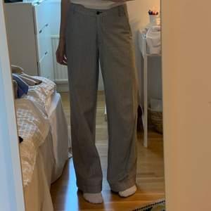 Randiga kostymbyxor stl 36/38
