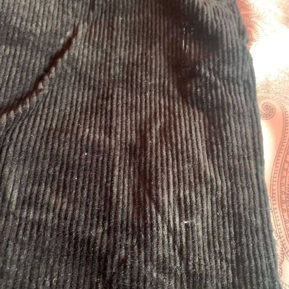 Säljer mina Manchester byxor för dom inte kommer t användnig🥰 kan mötas upp och frkata . Jeans & Byxor.