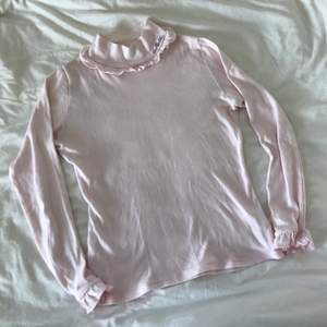 Sötaste tröjan från japanska MILK. Imponerand från Japan. Passar en XS, möjligtvis S! Väldigt mjukt och fint material. Använd sparsamt och den är i mycket fint skick!