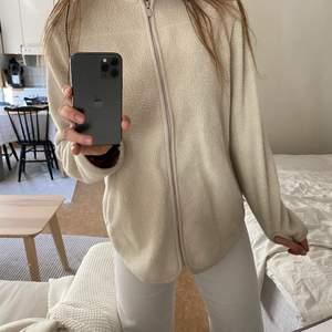 Varm & gosig tröja i storlek XS. Varsamt använd