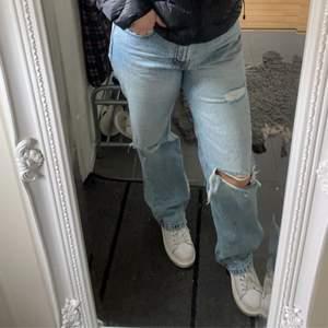 Säljer mina favorit jeans då de tyvärr blivit förstora för mig. Är i storlek 30 vilket är ungefär storlek medium.