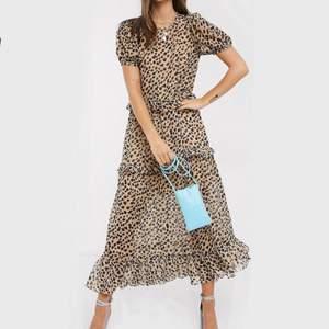 Jättefin klänning från asos, tyvärr för liten för mig.      Köpte den för 949kr