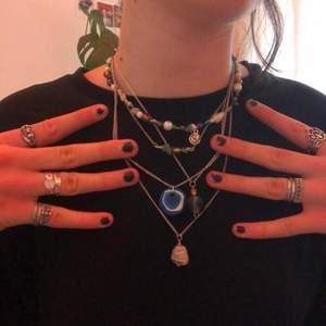 Hemmagjorda halsband för 20kr/st. Skriv gärna om du vill ha mer bilder på ett specifikt av dem.