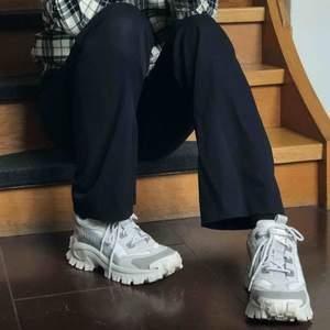 Säljer mina Cat Intruder 3 pga att de bara står. Köpta för 1300 när de kom och har bara använts 5-10 gånger, alltså i bra skick. Passar er med streetwear-stilen eller fancy stil, balla skor. Skickar helst skorna, mötas upp går eventuellt. Tar swish!💕👟
