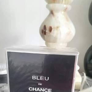 Jag säljer helt ny oanvänd oöppnad parfym.