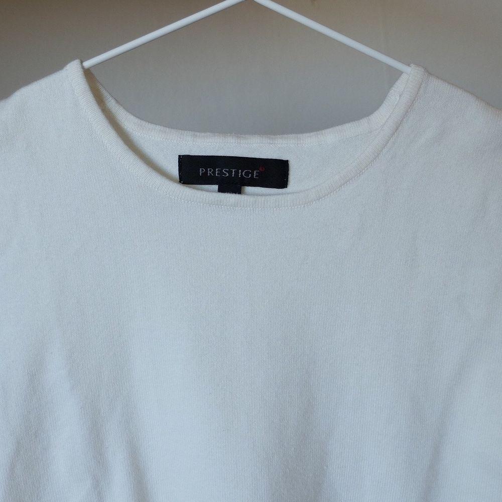 Perfekt pullover som funkar lika bra att ha som linne. 77% bomull, 20% nylon, 3% elastan. Superskön och fin kvalitet! Storlek M men passar även XS-S. Kan mötas upp vid stigbergstorget/gbg eller så tillkommer frakt 22 kr. . Toppar.