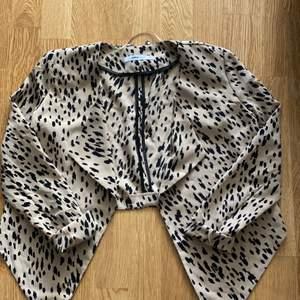 Jättefin kofta i leopard mönstret använd en gång.