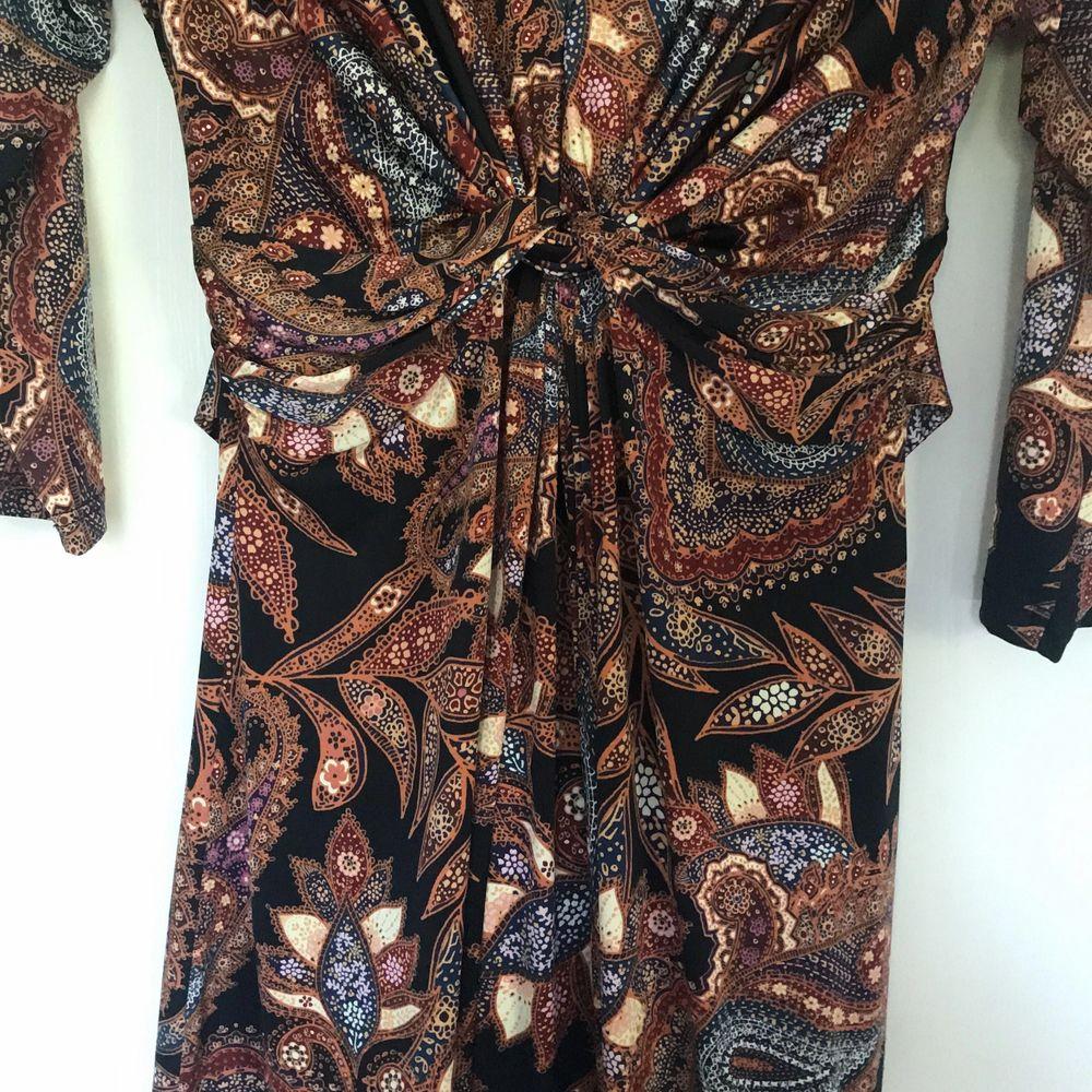 Världens finaste klänning från ilse Jacobsen. Den kramar om figuren på ett sjukt vackert sätt. Fräscht skick. Klänningar.