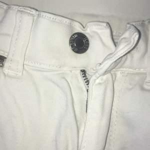 Ett par slitna dr denim byxor i strl Xs. Frakt tillkommer!!!