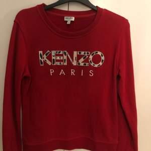 Röd kenzo tröja i storlek S. Använd kanske 3-5 gånger. Skriv om ni är intresserade