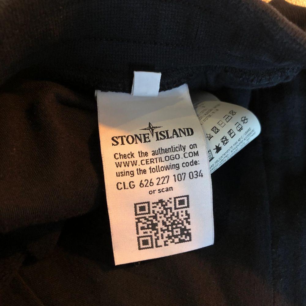 Stone Island mjukis. Använd men inga speciella fel. Storlek S. Kvitto finns. Pris kan diskuteras vid snabb affär.. Jeans & Byxor.