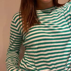 En jättefin långärmad tröja från NAKD, knappt använd💗frakt ingår inte💗