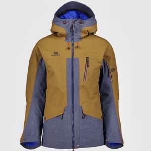 Köpt i Åre för strax 1år sen för 4900:- , blev INTE använd, inga skador/ revor osv eller fläckar! Som ny. Snowboard jacka.