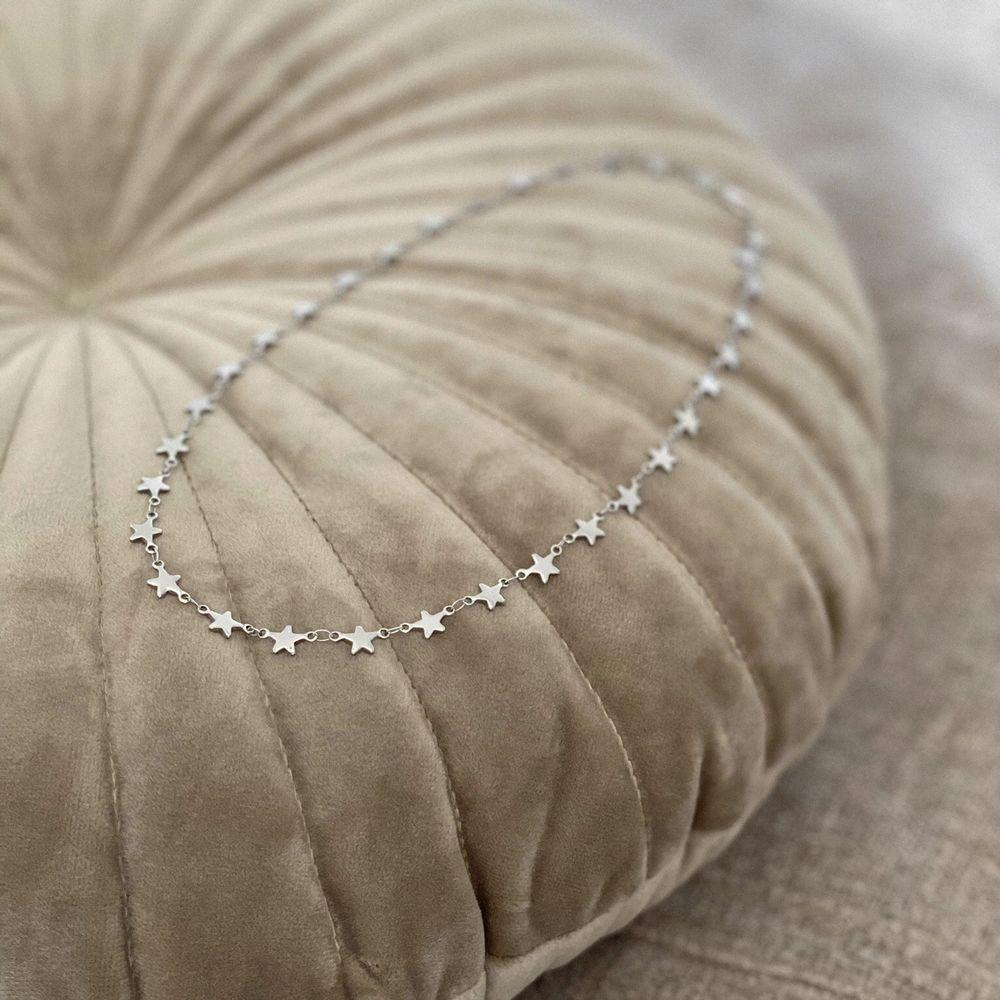 Stjärnhalsband i silverfärg ✨ tillverkat i rostfritt stål. Frakt 11 kr. Finns flera stycken! Finns även i guld. Fler modeller på insta: moon.jwlry 🌙. Accessoarer.