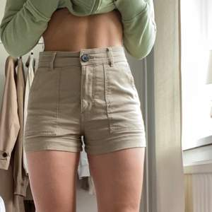 Beiga shorts från H&M <3