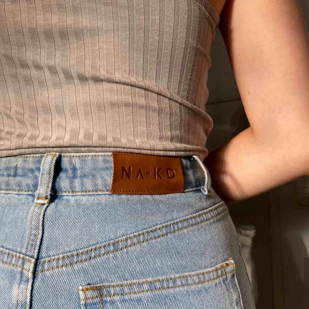 Snygg jeanskjol från NAKD aldrig använt köpare står för frakt 66kr . Kjolar.