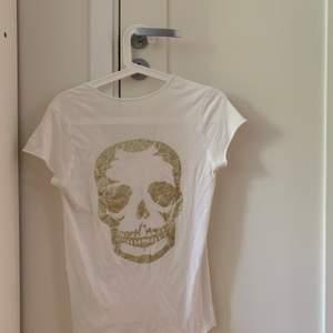 T-shirt från Zadig et Voltaire i mycket bra skick! Storleken är XS och frakt tillkommer!