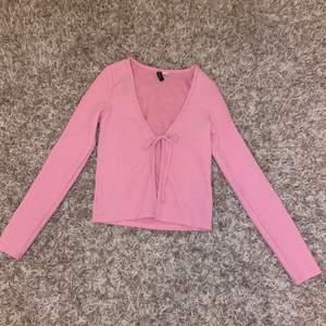 Rosa ribbad tröja från H&M. Knappt använd. Stl xs 💗✨