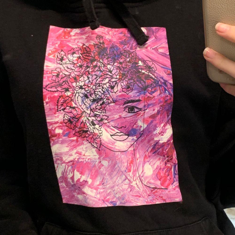 thecoolelephant hoodie i jättefint skick! har använts få gånger tyvärr. Passar även mig med xs-s❤️. Huvtröjor & Träningströjor.