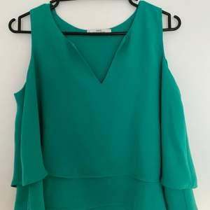 Grönt linne från Mango i storlek S, knappt använd