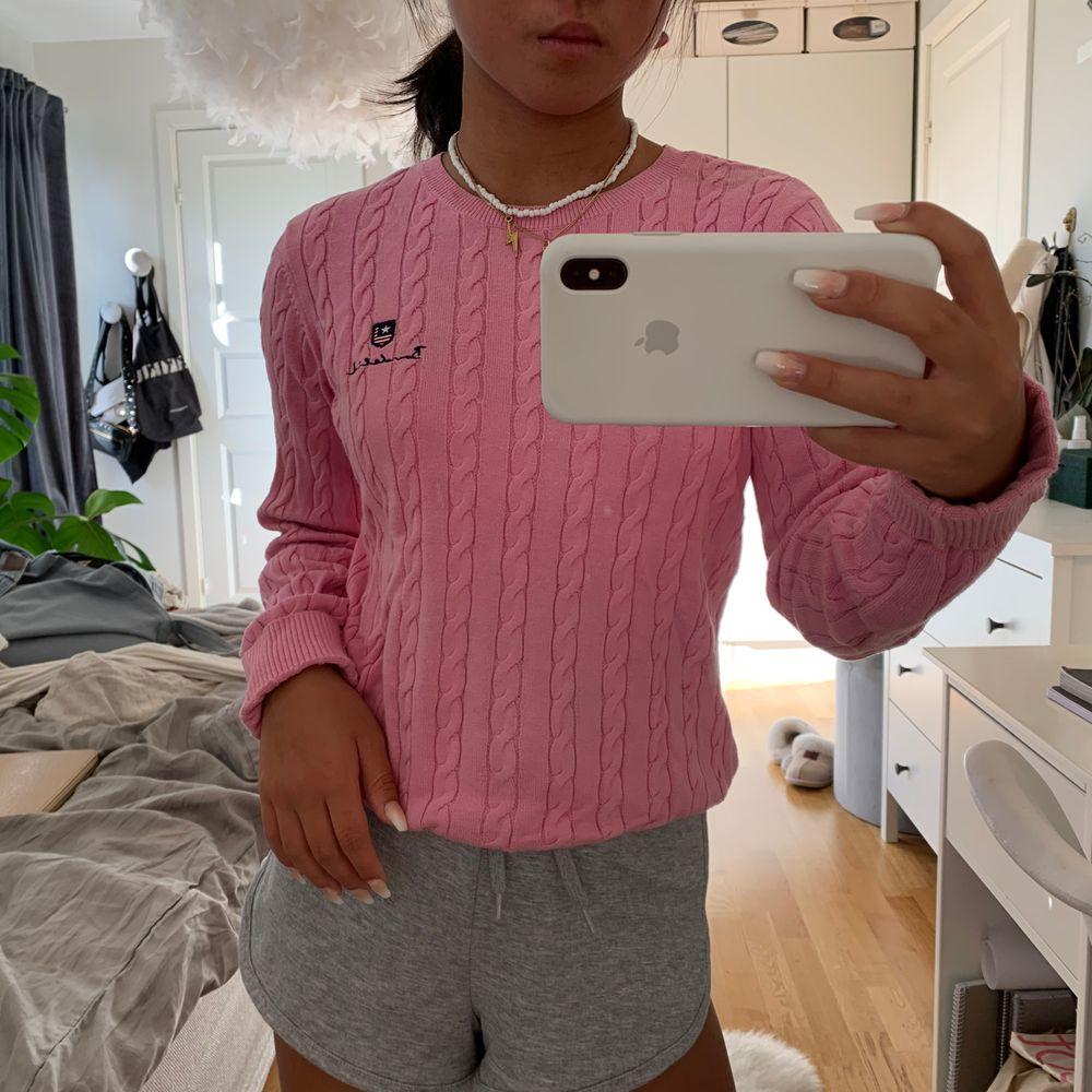 Så fin rosa kabelstickad tröja från Bondelid, väldigt bra skick stl xs/s 💛🧡💜. Tröjor & Koftor.
