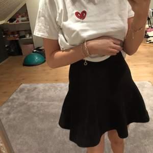 En mjuk tjock kjol. Super skön å snygg!!