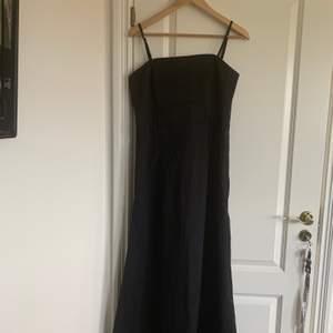 Aftonklänning, köpt på Mexx som inte finns längre. Den är storlek 42 men det passade mig som har storlek L