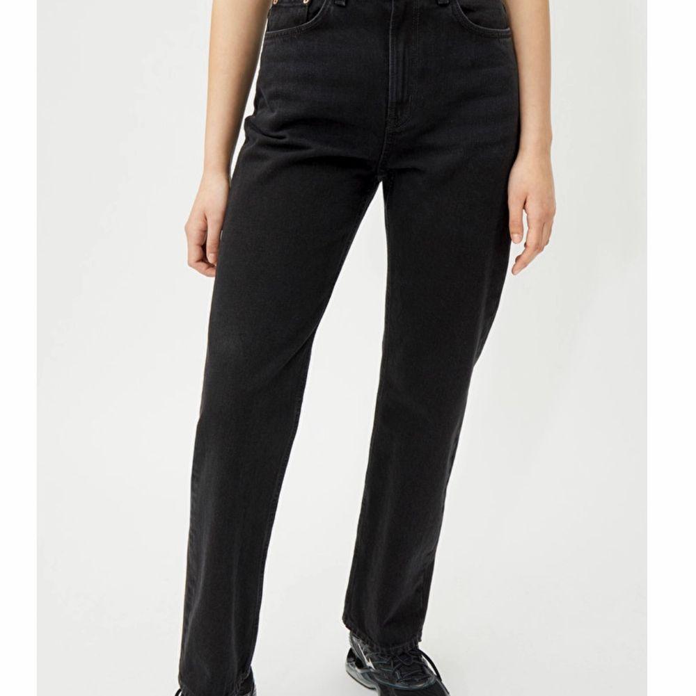 Ett par oanvända endast testade jeans ifrån weekday i modellen Voyage. Byter dom gärna mot ett par i samma model eller modellen rowe i storlek 24/30!. Jeans & Byxor.