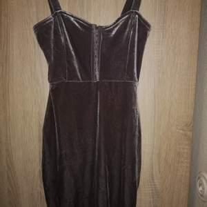 Grå klänning stl 34